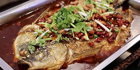 天津连锁老店·肘子酥|只要49.9享门市价158元烤鱼套餐:肘子酥特色烤鱼+豆皮+金针菇+木耳+娃娃菜...等你来吃!