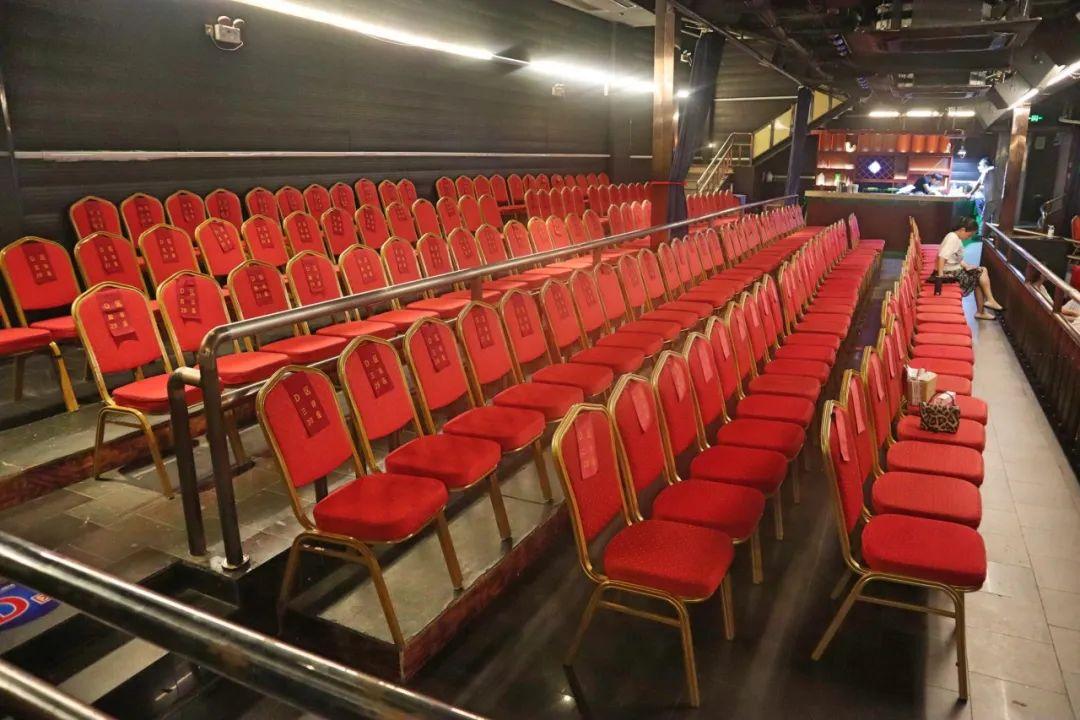 【时舞大剧场·一大一小·两个座位】19.9元限时享《熊猫飞飞历险记》成人票一张!通过剧情启发孩子的想象力,让孩子懂得感恩,学会用心拥抱父母。