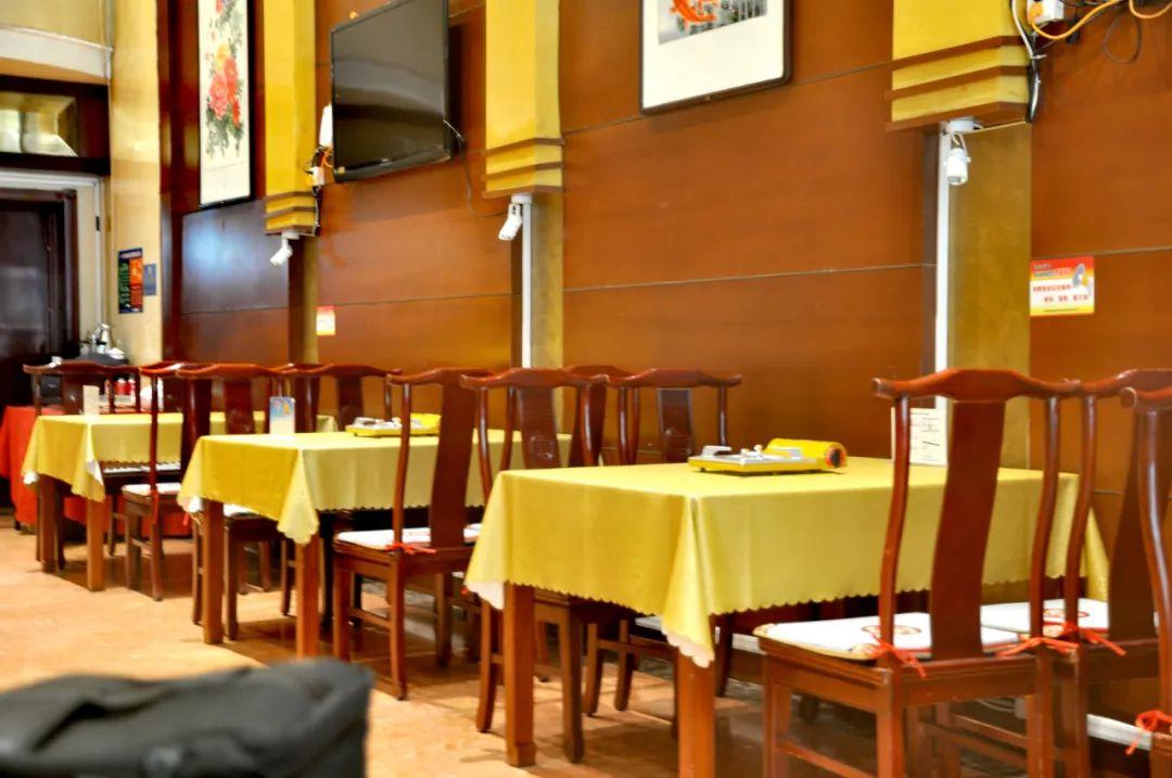 【南开区 华夏大酒店】星级酒店的丰富美食之宴,低至3折,99元享门市价318元华夏大酒店4人餐,特色菜品,份量吃到你满足~