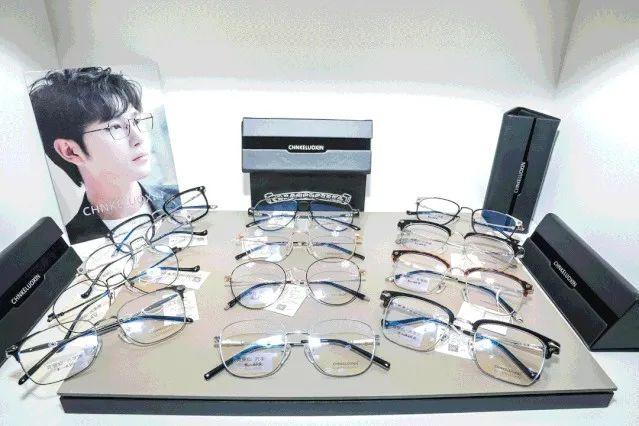 【黄浦 徐汇 静安 杨浦5店通用】【1.60非球面防蓝光镜片】【美丽时尚带回家】仅88元享门市价929元眼镜套餐!多款镜框可选+镜片+专业验光+眼镜布+眼镜盒统统带回家!