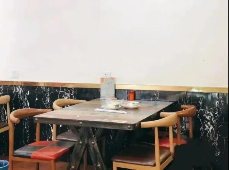 【天虹广场商圈·温州海鲜烧烤大排档】仅168元享门市价622元【6-8人海鲜欢聚套餐】多款海鲜一网打尽!鲍鱼猪脚煲+舟山大黄鱼+炭烤生蚝+海鲜毛血旺+酸汤肥牛+醉蟹嵌……多种食材!优质海鲜本味,锁住营养,完美保留大海的味道!让你一次吃个够。