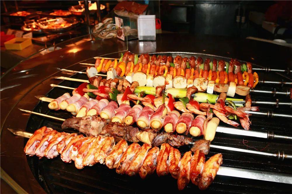 【假期可用丨世贸酒店】五星酒店自助盛宴!129享门市价198的单人自助餐!海鲜、烧烤、烤鸭、羊腿、日料...带着你XXL的胃冲鸭,可带一名1.2米以下儿童