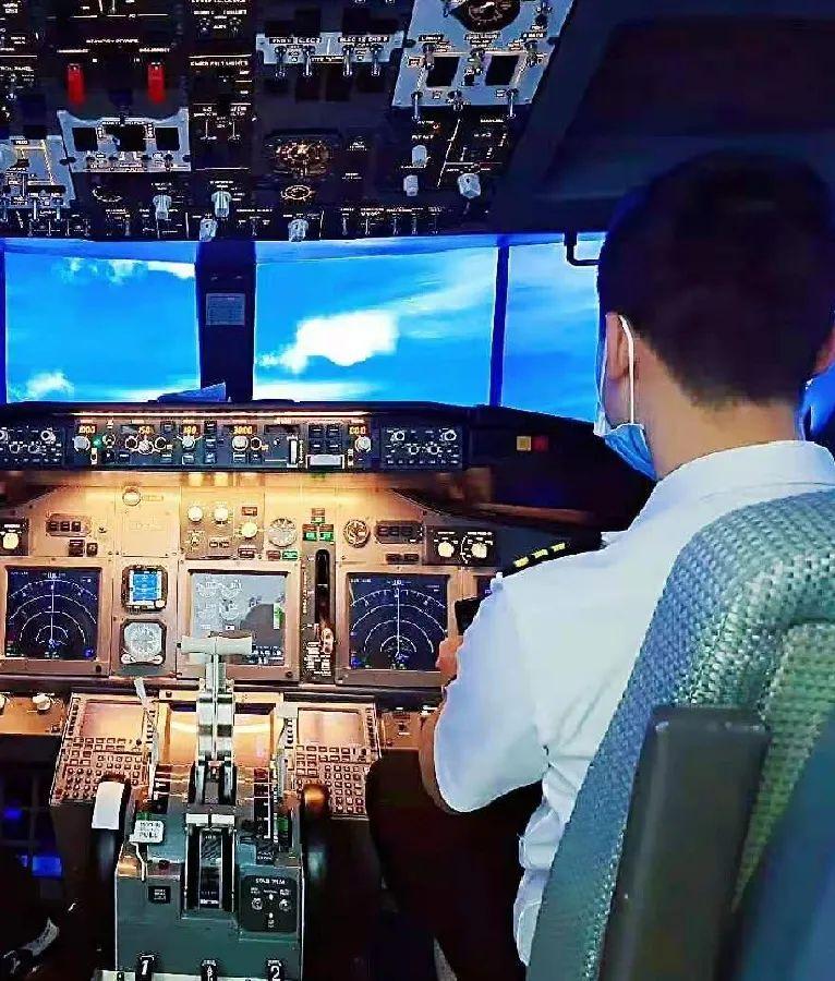 【建邺金鹰|节假日通用】每个孩子都曾梦想当一名飞行员,49/79/599元享【莱特飞行者】套餐,播音科学+航模+塞斯纳飞行体验~