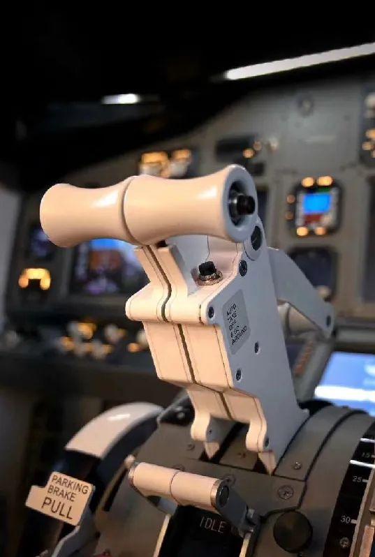 【模拟飞行体验丨双井地铁站】冲上云霄的感觉,征服天空的快意,在这里你就能拥有!19.9/199元享【莱特飞行者】航空初体验/波音737模拟器飞行体验套餐:B-737模拟飞行沙盘讲解/模拟驾驶舱体验飞行15分钟…