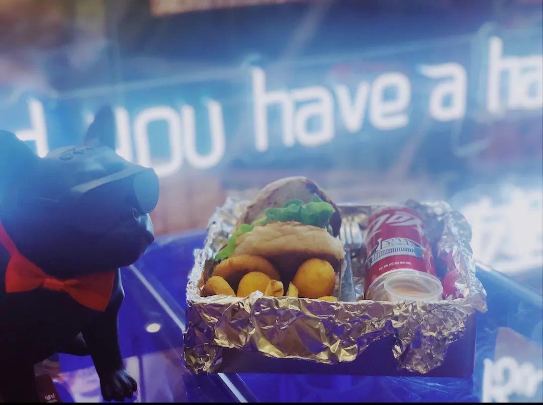 【和睦地铁站•喂堡Feed Burger】【春节正常营业•双人超值套餐•春节正常营业无需预约•高峰期需等位】美味美式汉堡,精选食材,|夏威夷凤梨鸡肉堡|法式桃心鸭胸堡|必须打卡的汉堡,位置在莫干山路987号顺网资辉大厦地下一层B1-20室(在建和睦站D口附近)酒香不怕巷子深,门店还有隐藏吃法喔~