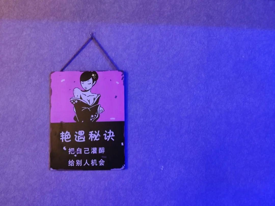 【经开区大学城北】在酒香悠扬中体味慢生活~39.9元享又见初见小酒馆2-3人餐!烤鱼+火焰花甲+酒鬼花生+鸡米花+百威3瓶!