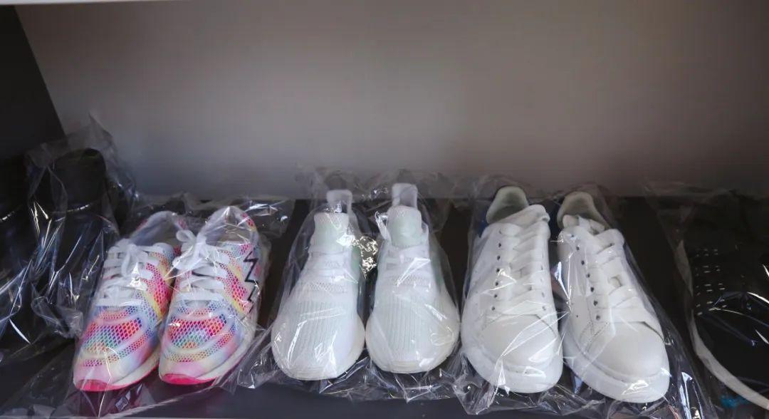 【两店通用·新年特惠】99元即享洗衣洗鞋任选4件超值套餐!干洗衣物、鞋子、皮具,优秀设备清洗,养护一应俱全~