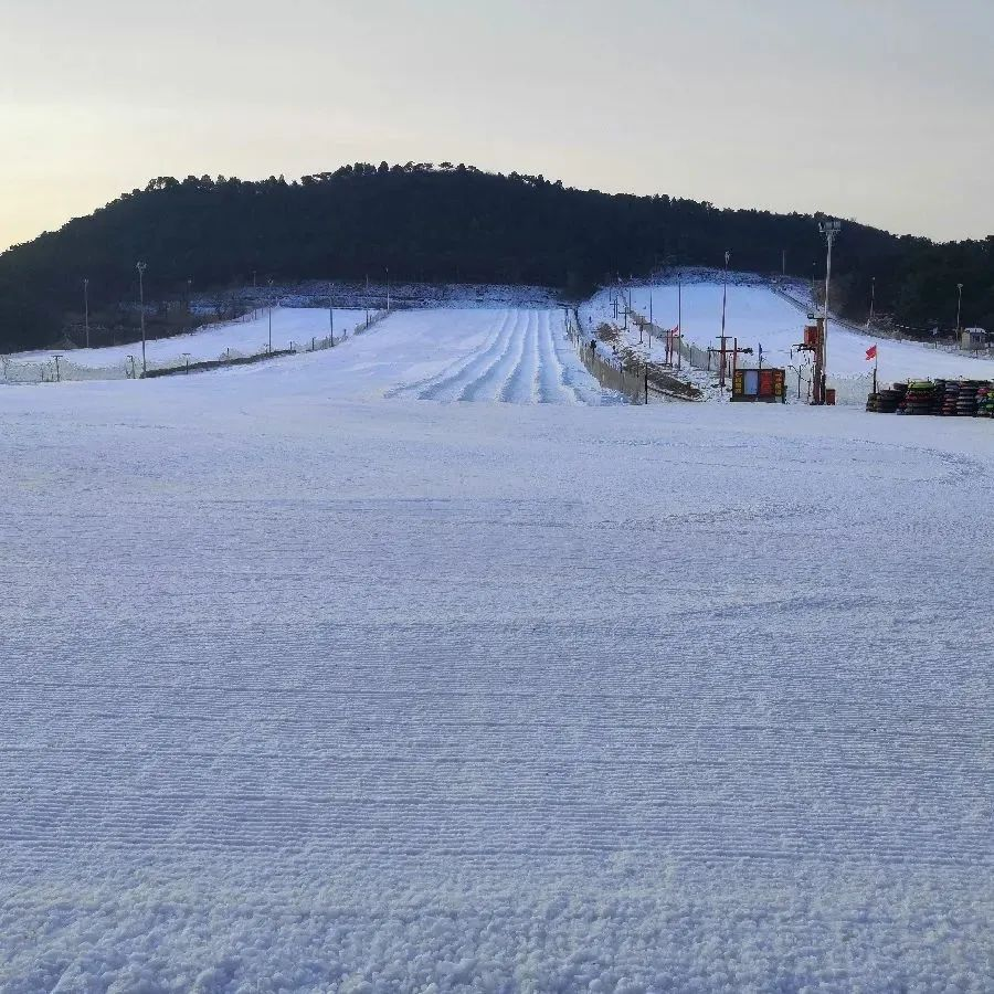 【北京雪世界滑雪场|距市区最近| 节假日通用】99元起享【雪世界冰雪嘉年华通票】周中/周末4小时滑雪门票含雪具教练6大嬉雪项目~