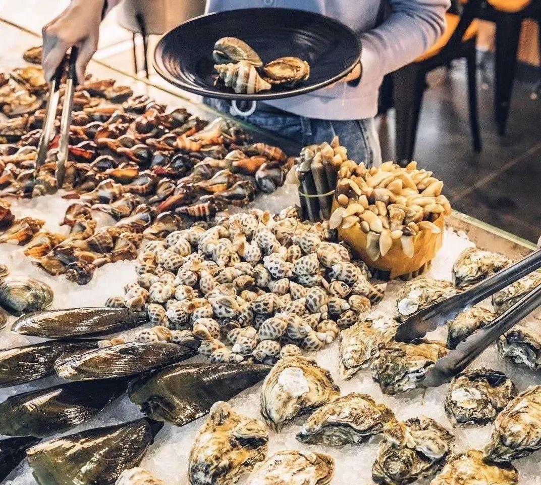 【万达广场|无需预约】59元享75元【商丘圣罗巴海鲜自助】可享罗氏虾,生蚝,扇贝等数十种海鲜,不限自助小吃几十种菜品任意吃~任你选