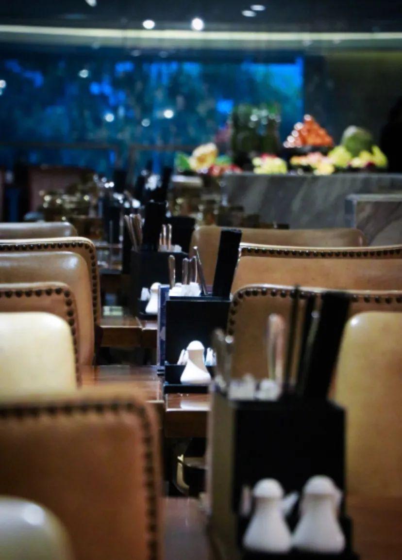 【喜来登酒店】【烧烤海鲜单人自助晚餐】Feast· 盛宴标帜餐厅惊艳登场!每人派送【惠灵顿牛排&铁板扒大红虾】,一顿就吃回本!从鲜美的天目湖鱼头,、肥嫩多汁的惠灵顿牛排,到独具特色的印度玛莎拉烤羊排…… 穿过陆地,跨过海洋,于唇齿之间,尽情享受一场丰盛的海陆盛宴!