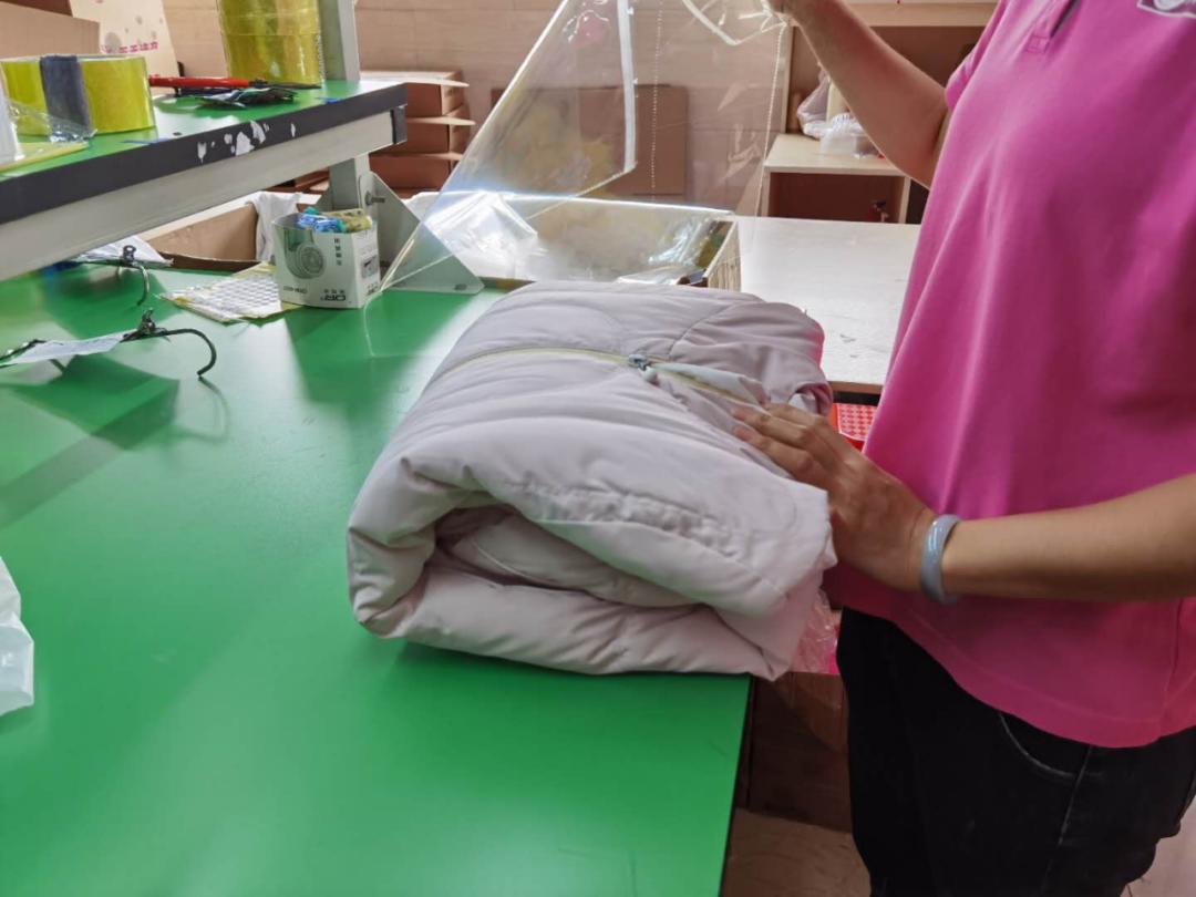 【天天洗衣•广东省内双向包邮】仅88元享门市价388元的5件洗衣套餐!专注洗衣行业多年,日产量高达10万件的大型洗衣工厂!秋天已至,新的季节到来意味着,又双叒叕有一大波衣服需要清洗、护理...如此头疼的事还是交给专业的TA吧!!帮你解放双手,干净带回家~