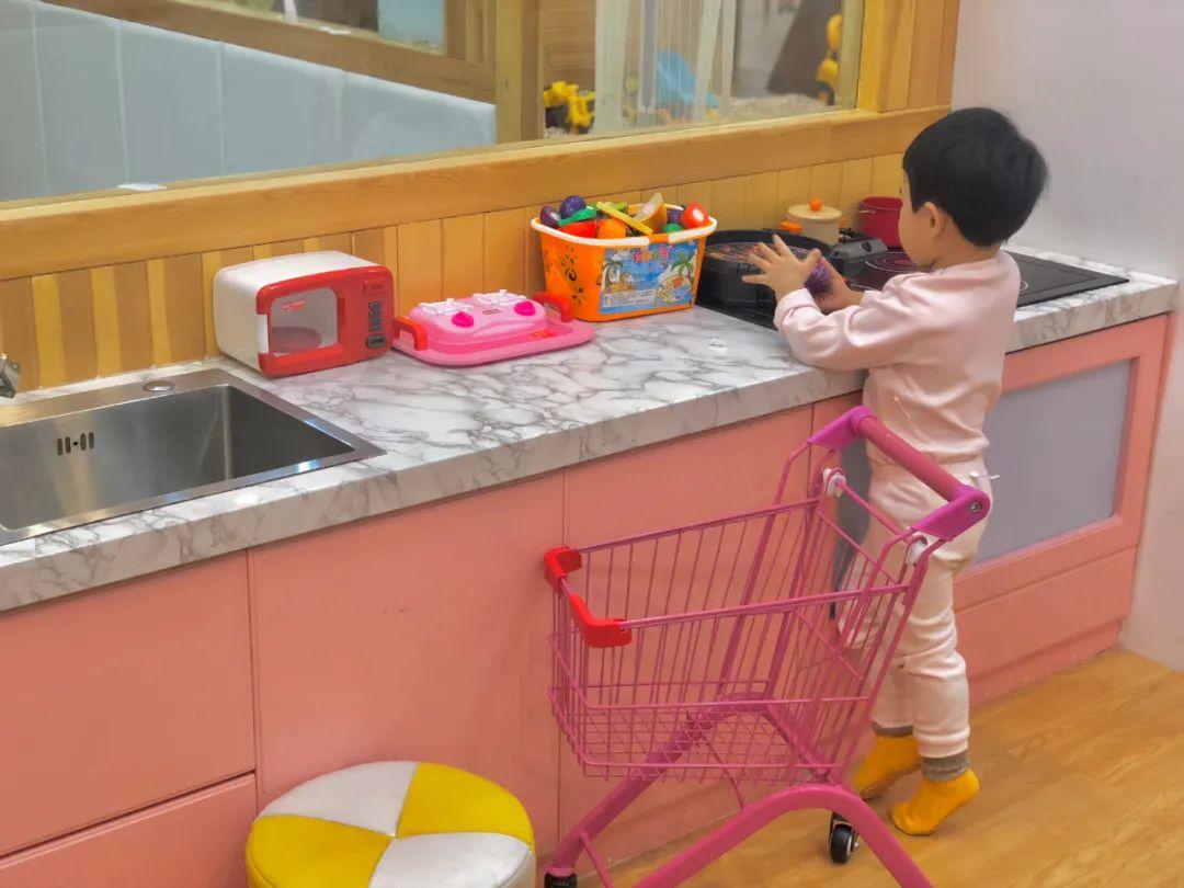 【哈西万达·地铁站附近·巧可丽亲子儿童乐园】溜娃圣地!孩子的梦幻城堡!39.9元=一大一小(2小时游玩)+含1杯饮品!