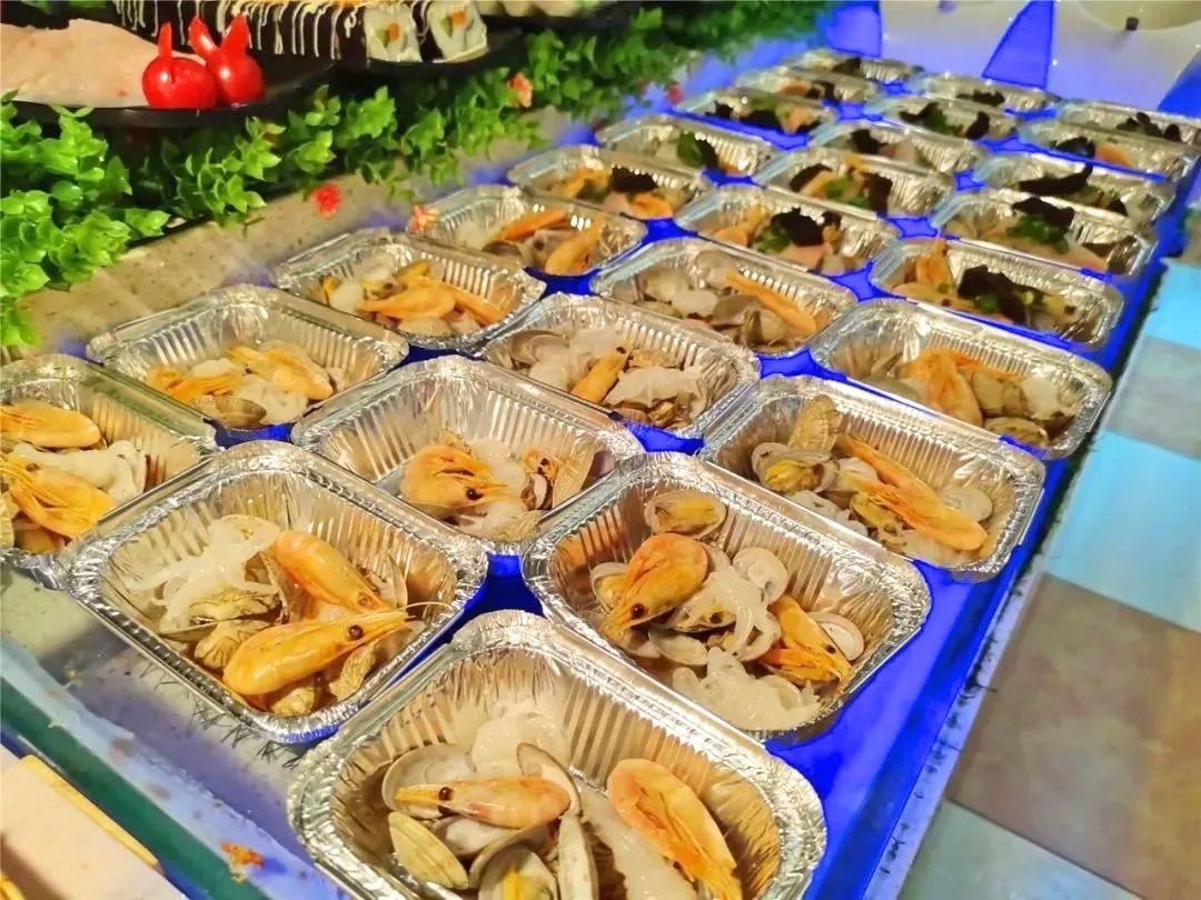 【西王店|圣马丁烤肉自助|免预约】300多种美食的狂欢!49.9元/55.9元=单人工作日自助/全日自助,109.9元/115.9元=2大1小工作日自助/全日自助!螃蟹大虾、南美烤肉、火锅 生蚝、披萨、蛋挞、热菜、凉菜、德式鲜啤、甜点饮料等300余种美食!