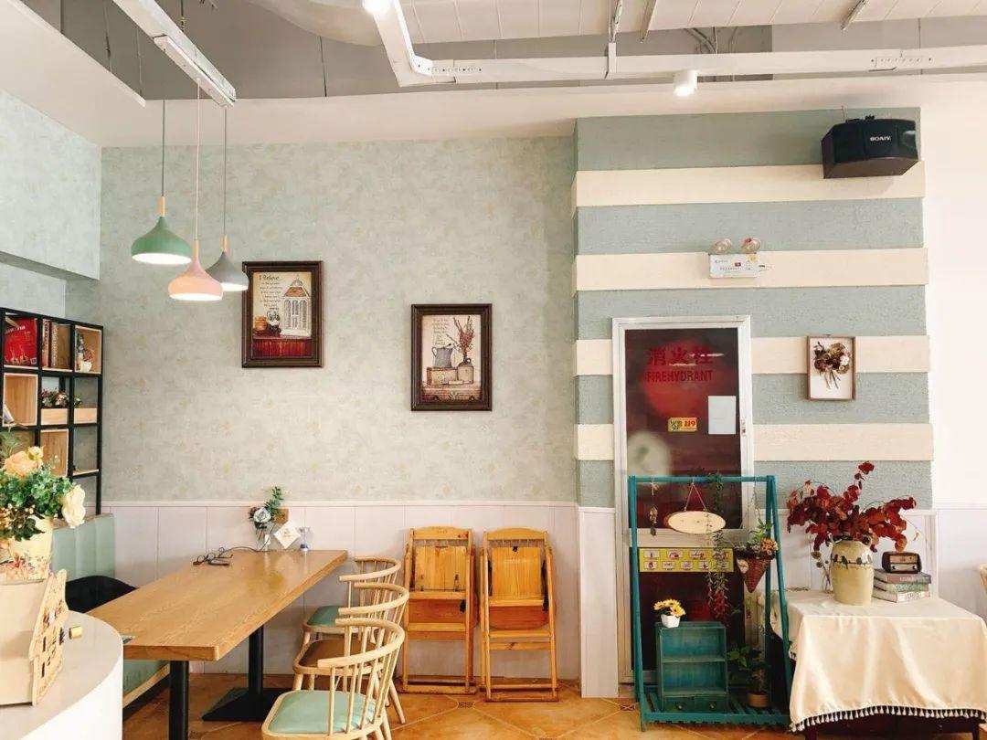 【万达金街】一份精致的美味,一场浪漫的邂逅,尽在多年以前西餐厅!69.9元享门市价178元双人套餐!原切西冷牛排+川味椒麻牛排+慕斯小方蛋糕+美式粗薯+青柠水2杯!
