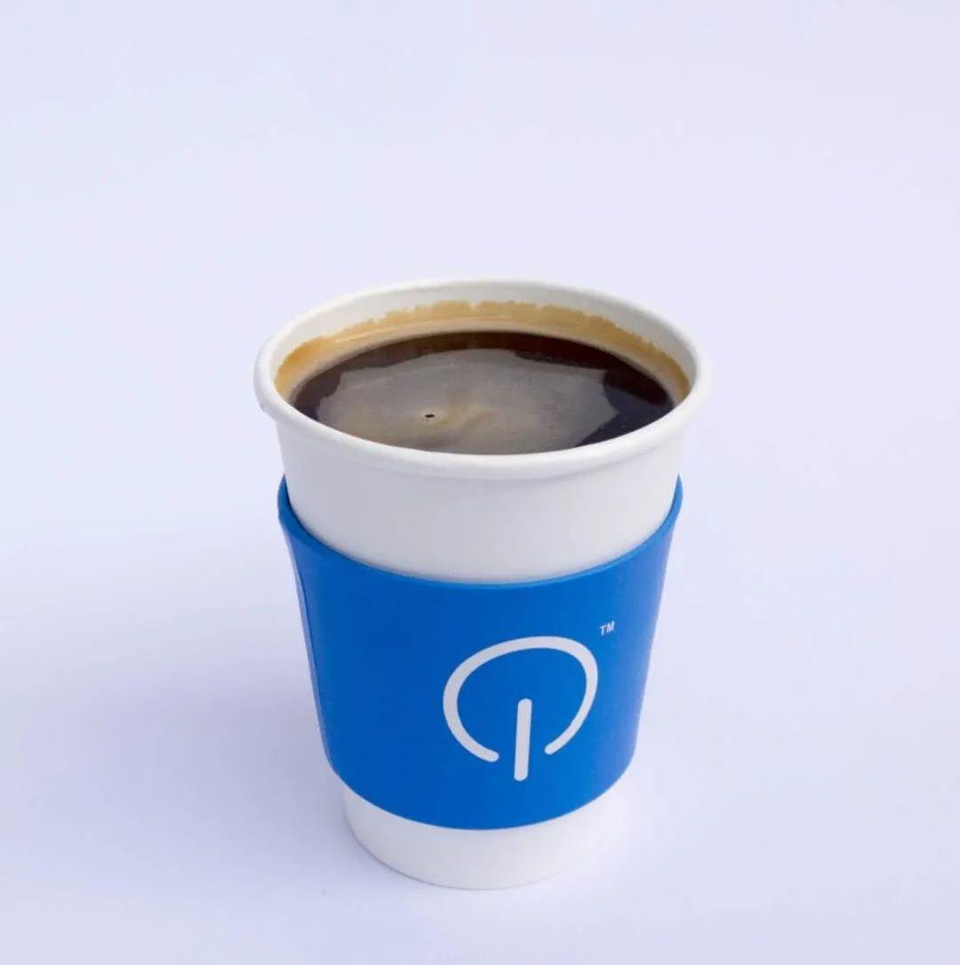 【无需预约/步行街】各地网红打卡咖啡店来岳阳啦!小红书各种安利与打卡的咖啡~现在只要19.9元享【城市咖啡】门市价33元咖啡2杯,纯白色搭配简约木质风格,清爽简约,类似按键的logo,仿佛开启了咖啡的下午,好喝不贵的咖啡是这家咖啡的硬道理!