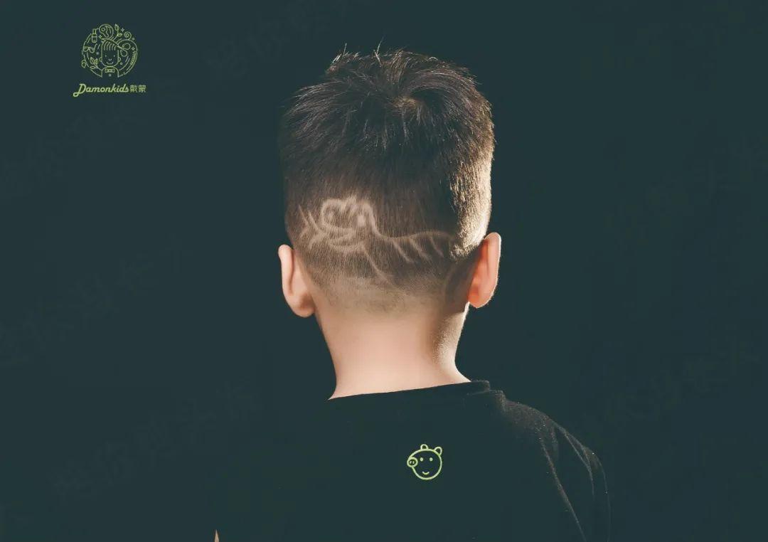 火爆加推【4店通用,儿童理发】秒变街头靓仔!仅29.9元享门市价118元的『儿童理发』,根据头型设计不同发型DIY雕刻剪发