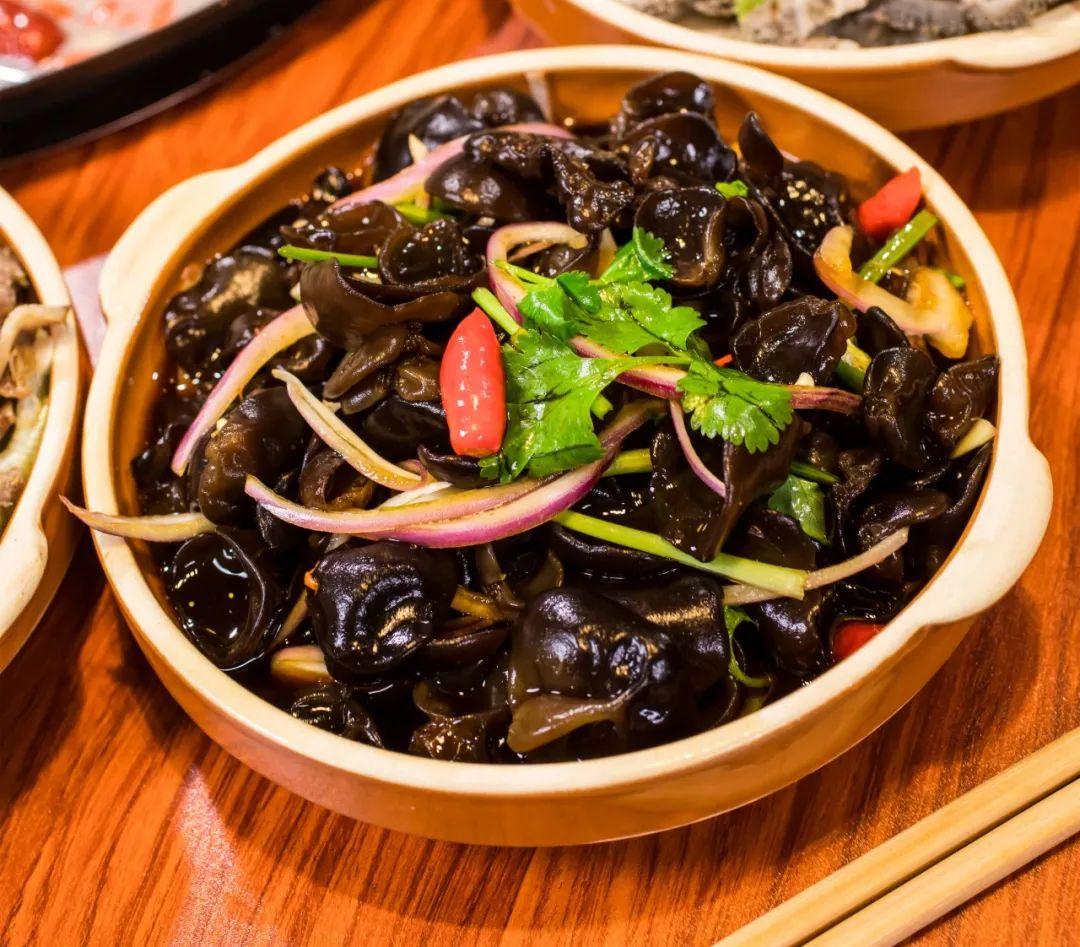 【香榭里.京城羊肉汤锅】79元享门市价239元的羊肉汤锅套餐:羊肉、羊杂、粉蒸格格...4荤4素。一起get冬日里的那份温暖!