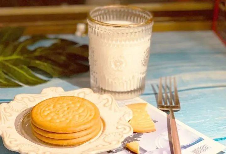 【买一箱送一箱 李佳琦推荐】低至22.5元/箱 购官网价89.9元【叮咚熊鲜乳大饼1600g】还是小时候的味道,酥脆口感,停不下来,浓郁奶香,回味不断。独立包装, 方便携带分享。精选面粉,优质原料,过年大吉大利,就吃鲜乳大饼!
