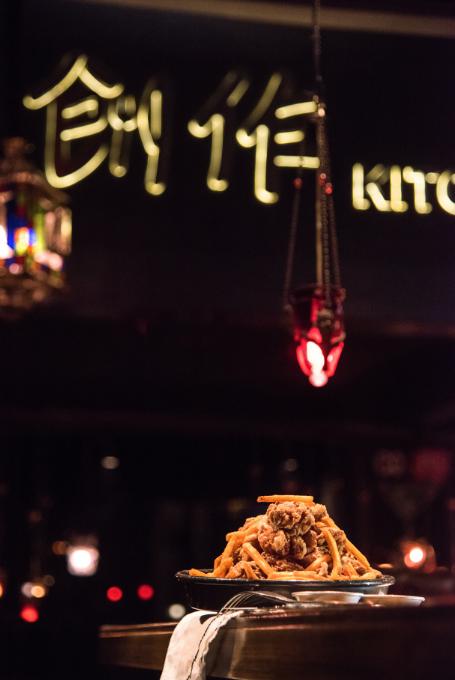 【周一至周四免预约·中山路·创作】今年的炸鸡套餐你吃了吗?仅118元享门市价308元套餐【创作炸鸡拼盘+特色辣年糕+特色沙拉+……】酒吧+餐吧氛围,复古装修,时尚有格调,情侣约会,外出小聚等优选~