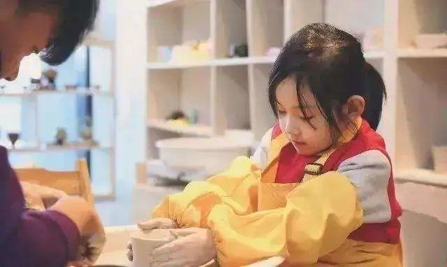 【万达广场】19.9元享门市价60元的【绘恩美陶艺】陶瓷制作套餐,还有老师现场指导,快来感受艺术创作的魅力吧!