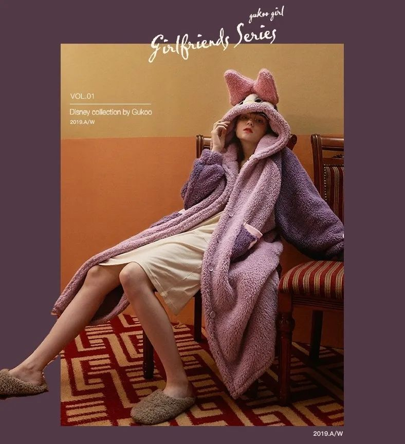 【超火爆谁穿谁可爱的黛西睡袍来啦!!】仅68元抢门市价239元的【果壳同款黛西鸭鸭睡袍】一件=睡袍+毛毯!质感珊瑚绒,手感软糯立体感强;慵懒舒适版型,没有任何一个女孩子可以拒绝!一件有颜值又有温度的睡袍,穿上就像裹了一床小被子一样,幸福感满满~舒服到根本不想脱!