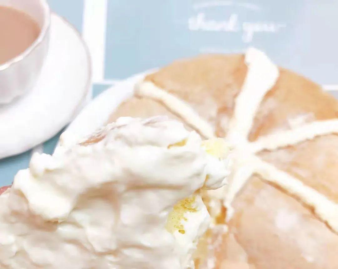 【手工匠心烘焙,冰乳酪蛋糕 | 现做现发,顺丰空运,买一送一 】仅39.9元=2盒,购价值119元【漂榴记冰乳酪蛋糕】!(原味,榴莲味 两味可选);日式乳酪蛋糕,戚风蛋糕胚,口感松软,浓浓奶香;严格的选材,无任何添加剂;松软细腻的戚风蛋糕 搭配丝滑奶油奶酪'爆浆'夹馅,甜而不腻很清新~~