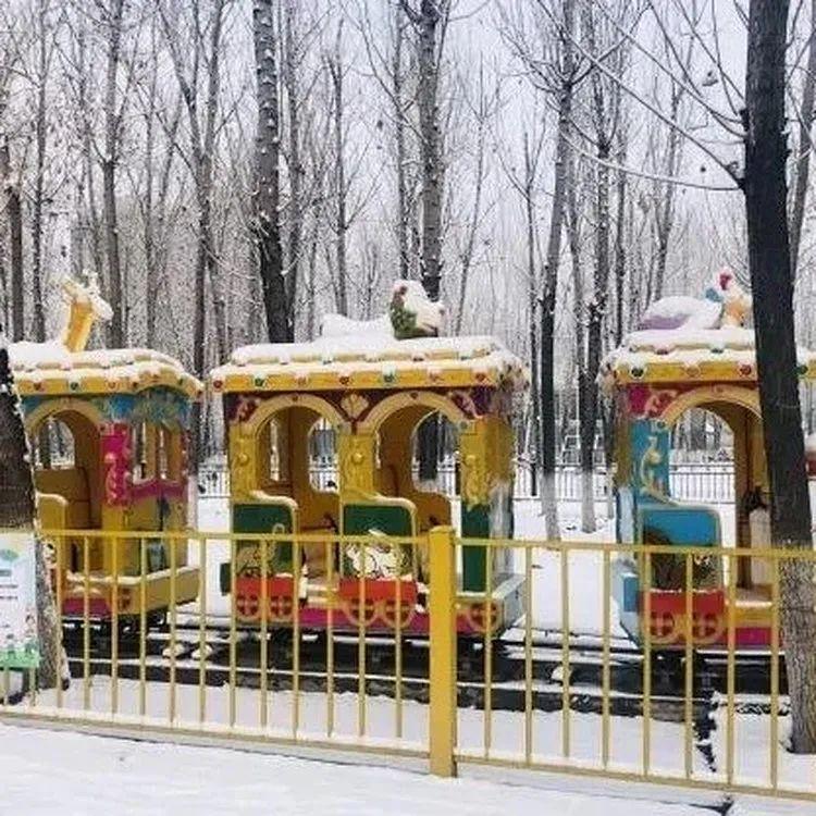 【无需预约·地铁北苑站】藏在森林里的亲子乐园,拥有近10000㎡娱乐设施,北五环20000㎡蓝地雪场!仅69.9元享【蓝可可亲子乐园+雪场联票】1大1小乐园门票+雪场门票+雪地转转一次!雪地滚筒、雪地摩托、超级雪圈、雪地城堡、旋转木马、室内儿童淘气堡、室外星星攀爬沙池、疯狂海盗船、亲子转转车车、儿童蹦床……