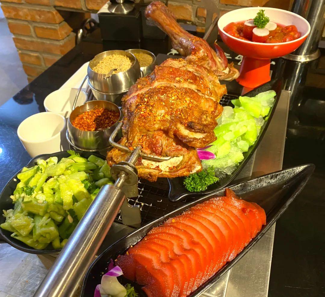 【中国传媒大学北门】大口吃肉!足享3.5斤烤羊腿!128元享门市价322元【橦橦小马扎烧烤】优享套餐!更有多种小菜等你享!