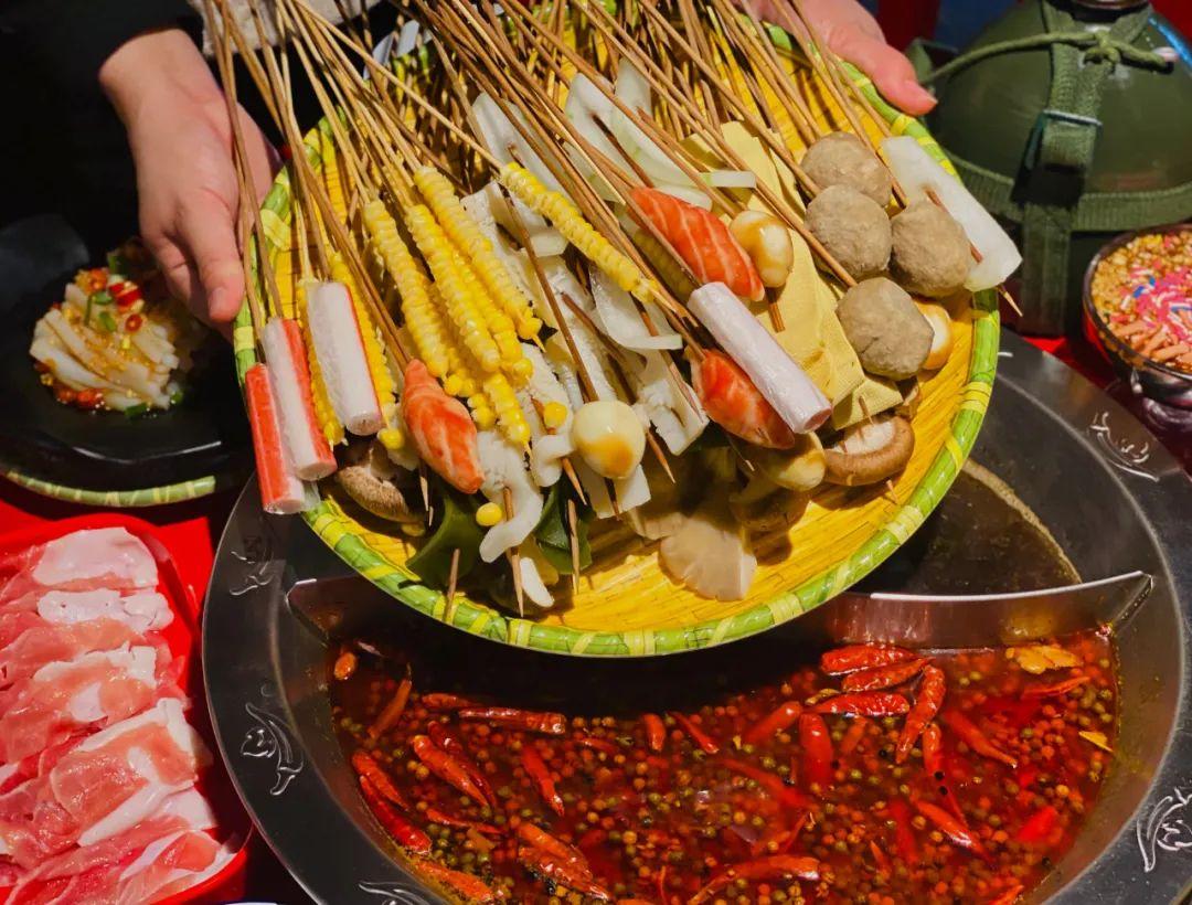 【吉利大厦|无需预约|百乐串串香|春节可用 】现79元享门市价208元双人餐,各种美味串串涮起来,还有小吃饮品哦~