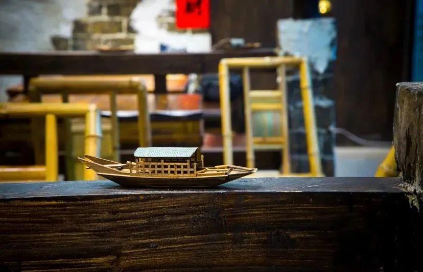 【鱼夫鱼仔鹅卵石鱼火锅知春路店|无需预约|地铁直达】138购门市价351元2-3人套餐!鮰鱼3斤+鱼豆腐+农家笋片王+金针菇+娃娃菜+特色米粉+凉拌木耳+红糖糍粑+功夫冰粉+火锅面+自制酸梅汤一扎!鱼夫鱼仔石来运转,成都来的网红鹅卵石鱼火锅邀你吃鱼啦!